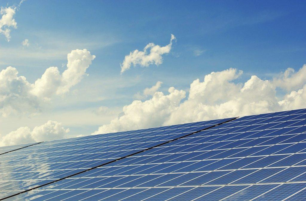 ¿Cómo instalar placas solares para autoconsumo?