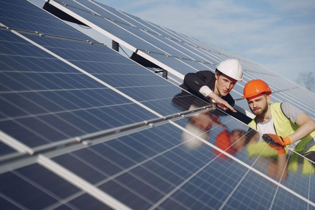 Qué ángulo de inclinación deben tener los paneles solares