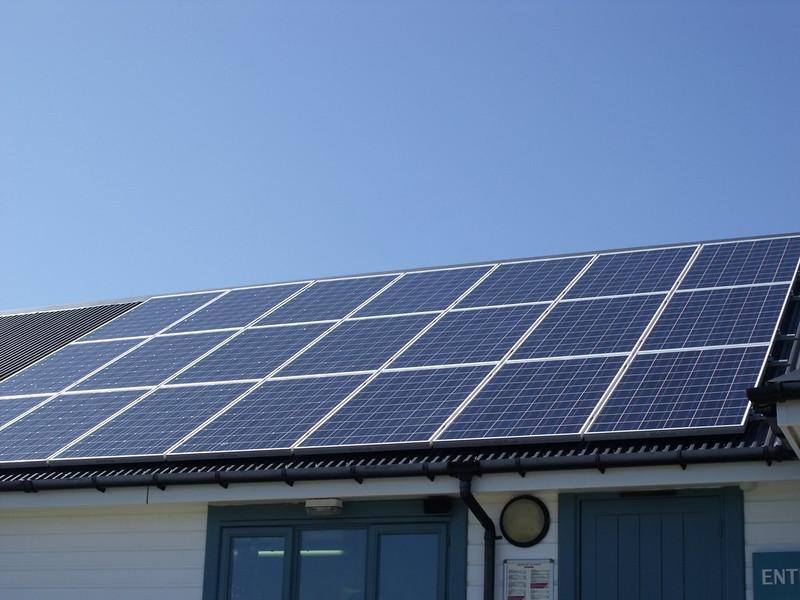 paneles solares en naves industriales