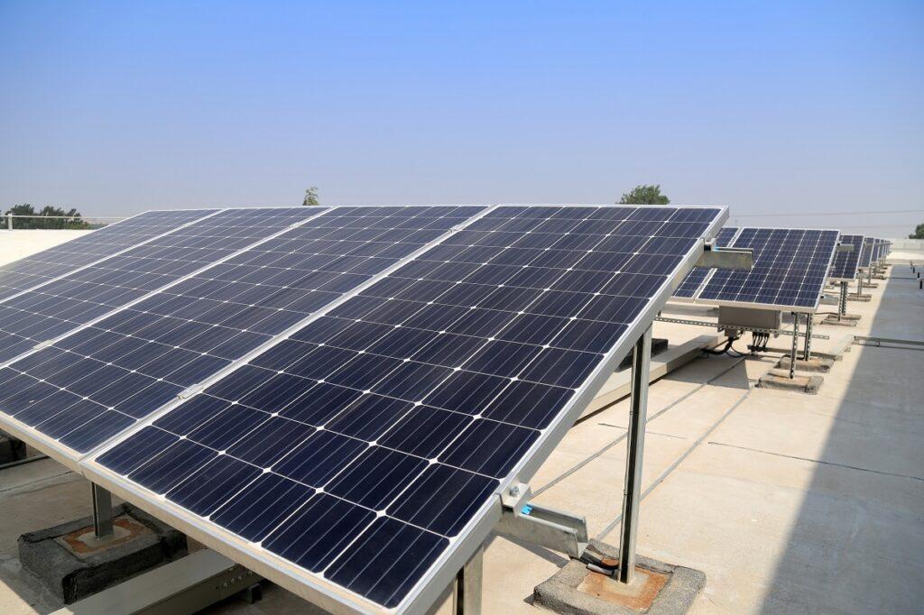 Hacer frente a la subida de la luz instalando placas solare